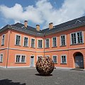 Lewe skrzydło pałacu,który jest siedzibą muzeum.. #Czechy #miasto #rynek