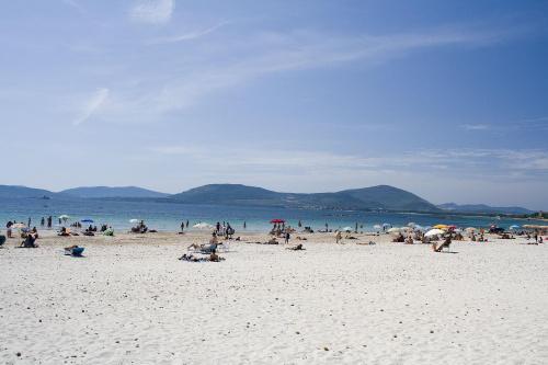 Biały piasek to jedna z zalet sardyńskich plaż...