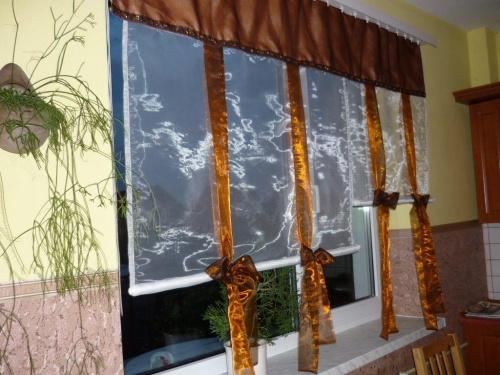 Dekoracje okienne, które uszyłam powstały dzięki terkul52. Zainspirowana i zachęcona tym co zobaczyłam w Jej galerii podjęłam się wyzwania.... #firanki #zasłony #DekoracjeOkienne #AranżacjeOkien