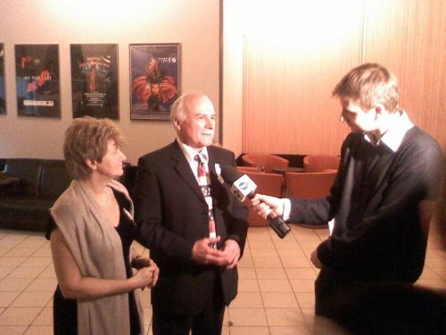 Profesorowie Jadwiga i Jacek Moll udzielają wywiadu tvn24 po otrzymaniu Orderu Uśmiechu 16 stycznia 2010 roku #łódż #OrderUsmiechu #JadwigaJacekMoll