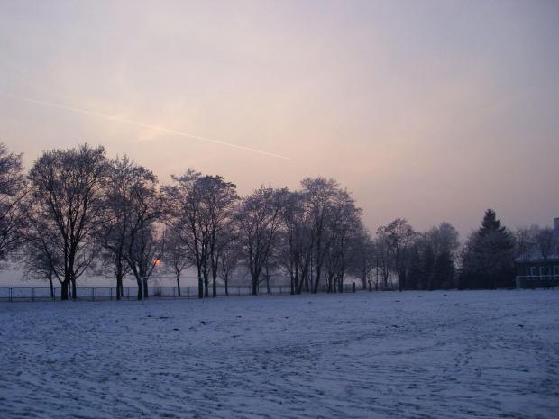 Blask zachodzącego słońca. #kosciol #KowalewoOpactwo #zima #foto #benq #DCC1030Eco #dzwonnica #swi #pejzaz