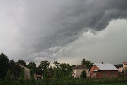 Nadchodzi burza.
