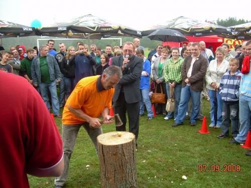 So�tys Unichowa w konkurencji Przecinanie jab�ka