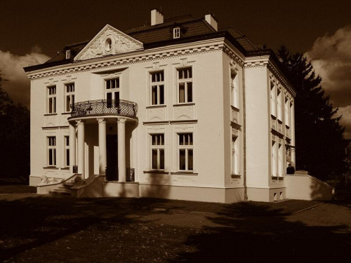 Dworek we Wsoli, w którym mieści się Muzeum Gombrowicza. #dworek #muzeum #architektura #Wsola #Radom #Gombrowicz #sepia