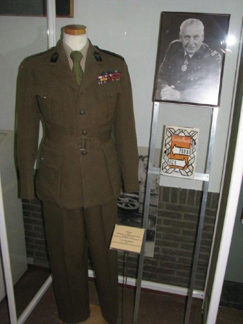 W muzeum gen. Maczka w Bredzie - mundur generała #RajdMaczka #GenerałMaczek
